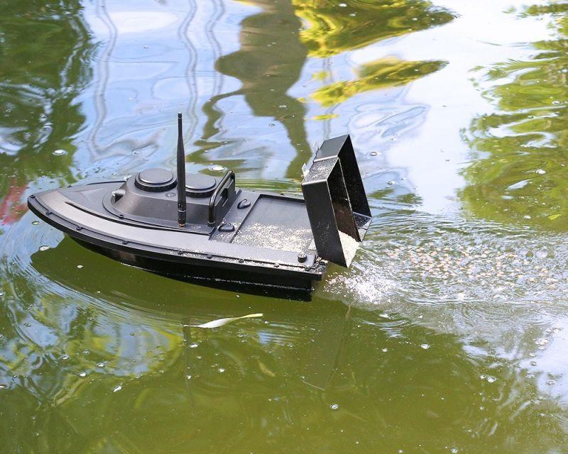 Távirányítós etetőhajó – amikor a víz a víznek szalutál